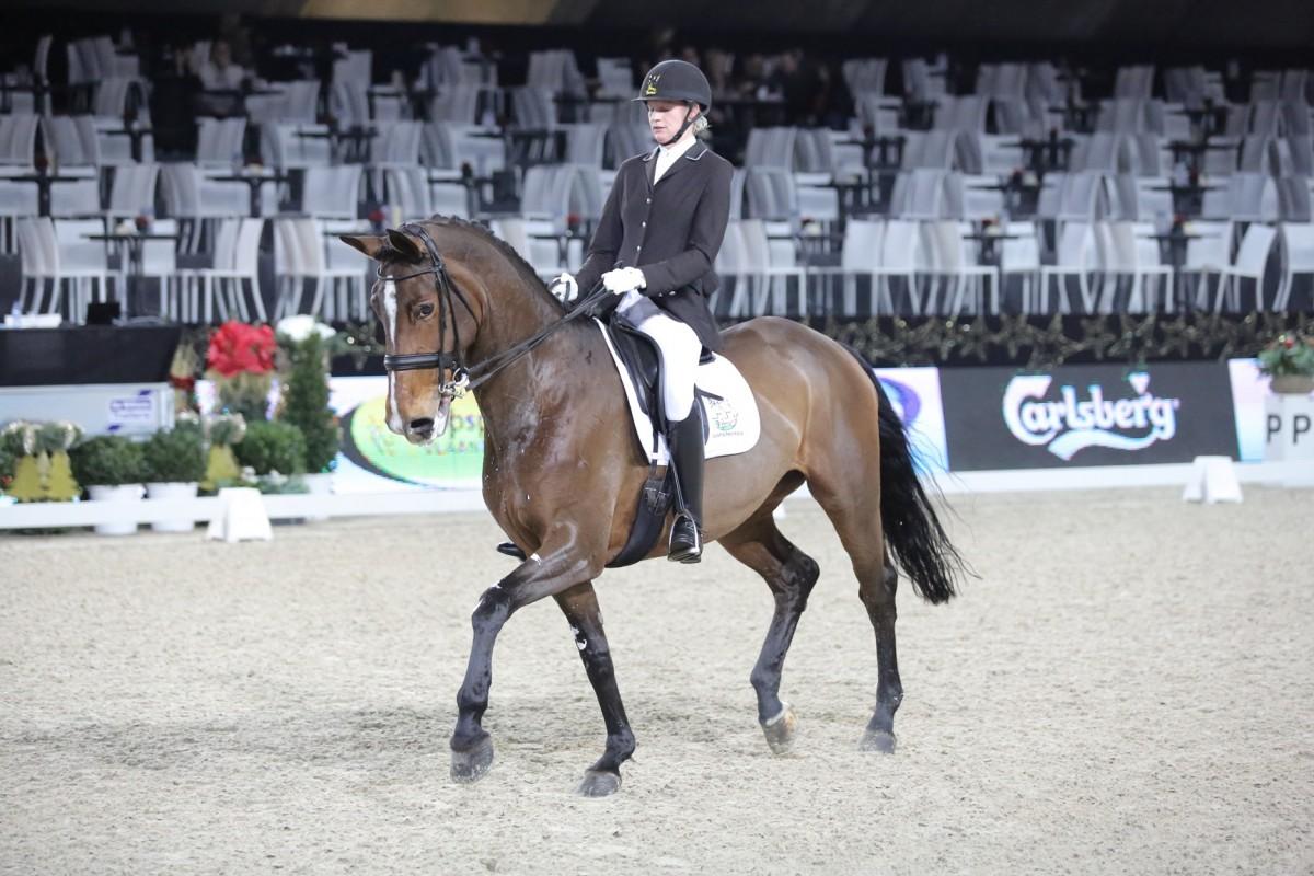 Annelies Van Looveren en Marijke Vanhombrouck winnen bij zesjarige dressuurpaarden