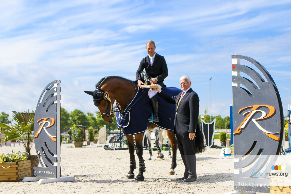 Rolf-Göran Bengtsson separates from top horse, Carlyle