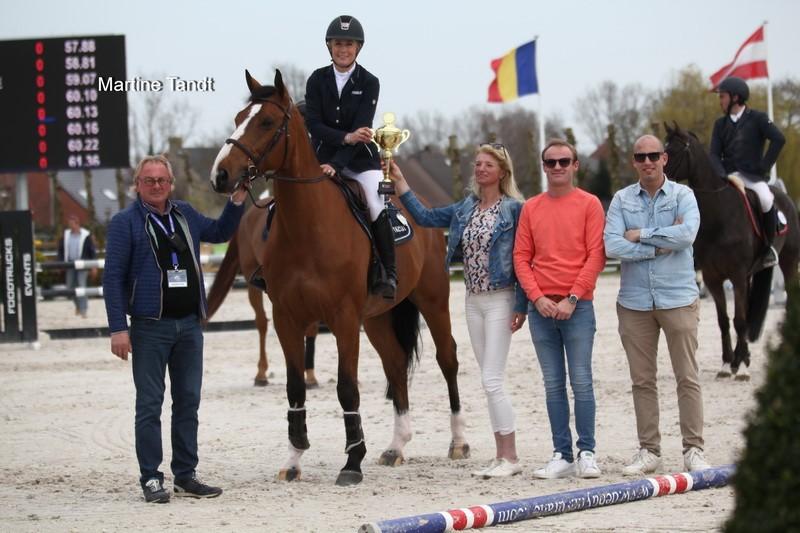 Vilamoura: Laura Renwick wins the 7yo class