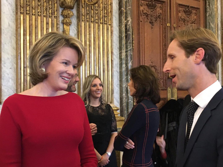 Belgische ruitersport atleten krijgen schouderklopje van koning Filip en koningin Mathilde