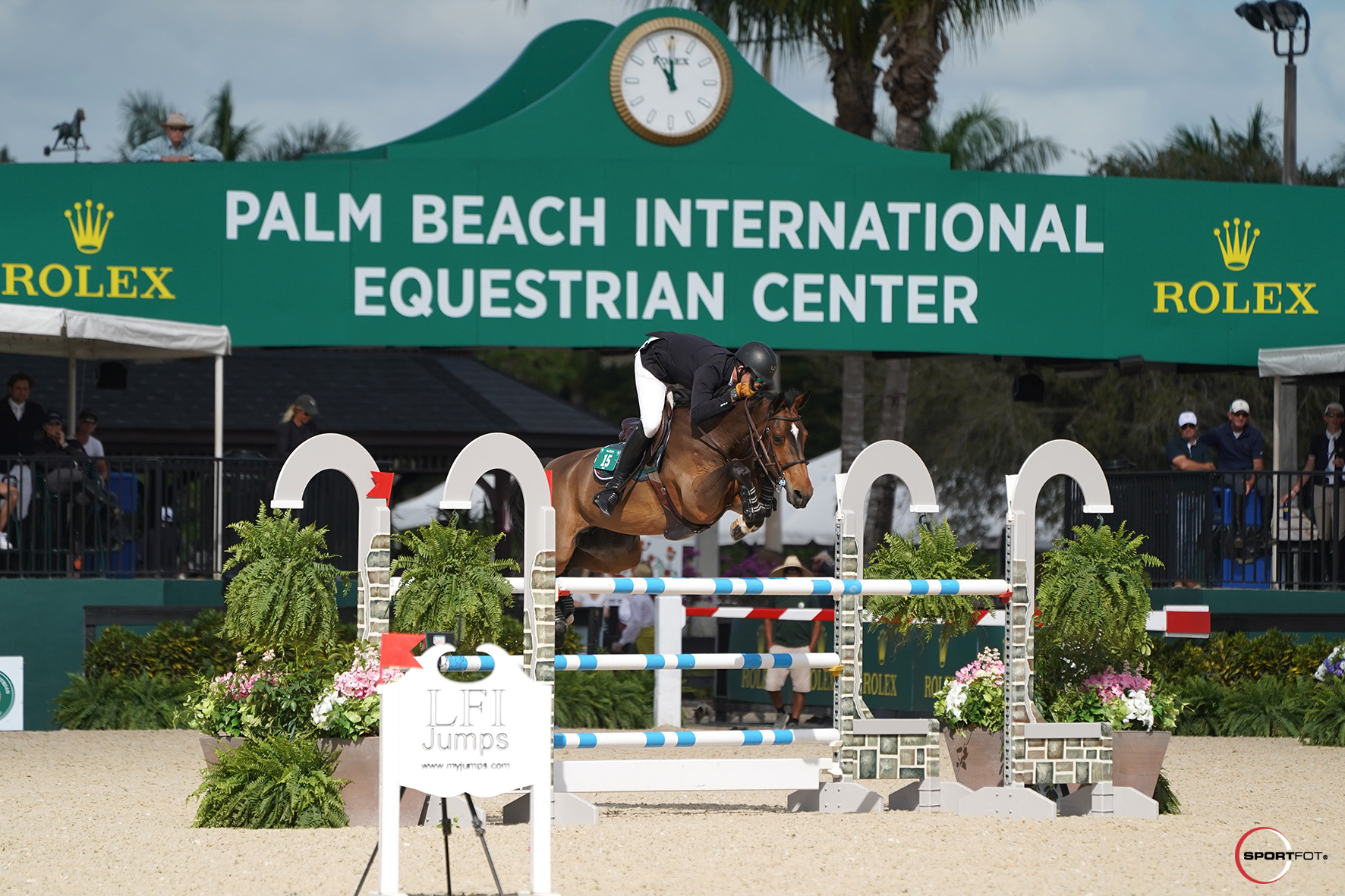 Charlie Jayne Kicks Off International Competition with a Victory at WEF