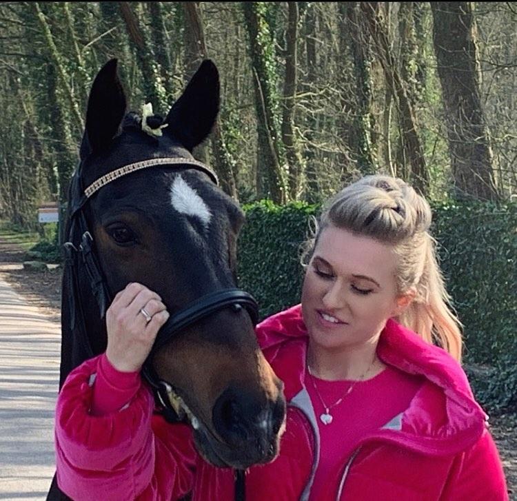 Opluchting bij Britt Dekker: geen aanslag om paard