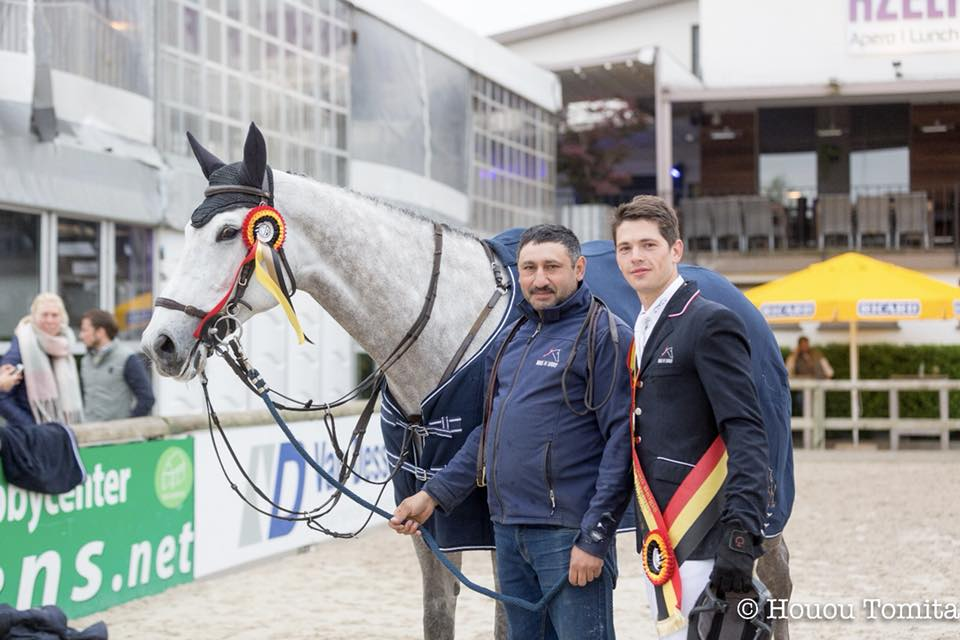 """Corona blog met Thibaut Huyvaert: """"Ondanks het warme weer heb ik vandaag toch elf paarden kunnen rijden"""""""