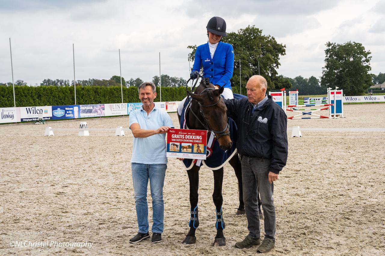 Sanne de Jong en Noor Kuilboer winnaars van eerste Dutch Eventing Young Horse Trials
