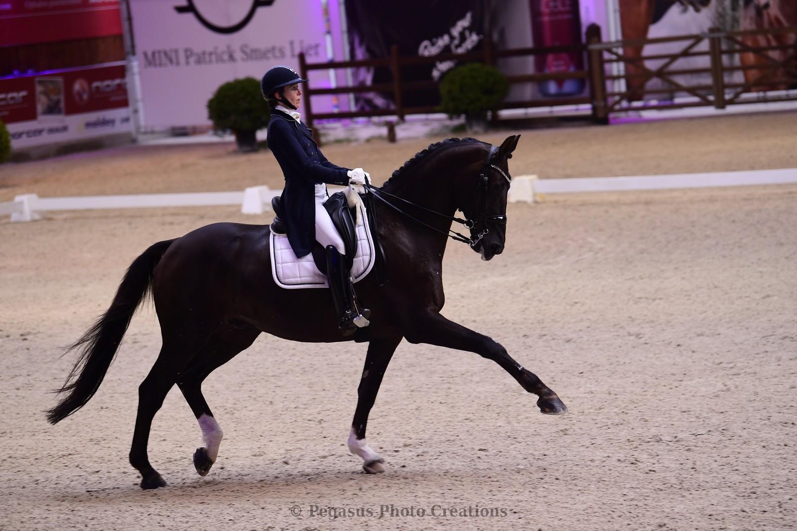 Laurence Roos kroont zichzelf tot Belgisch kampioene dressuur