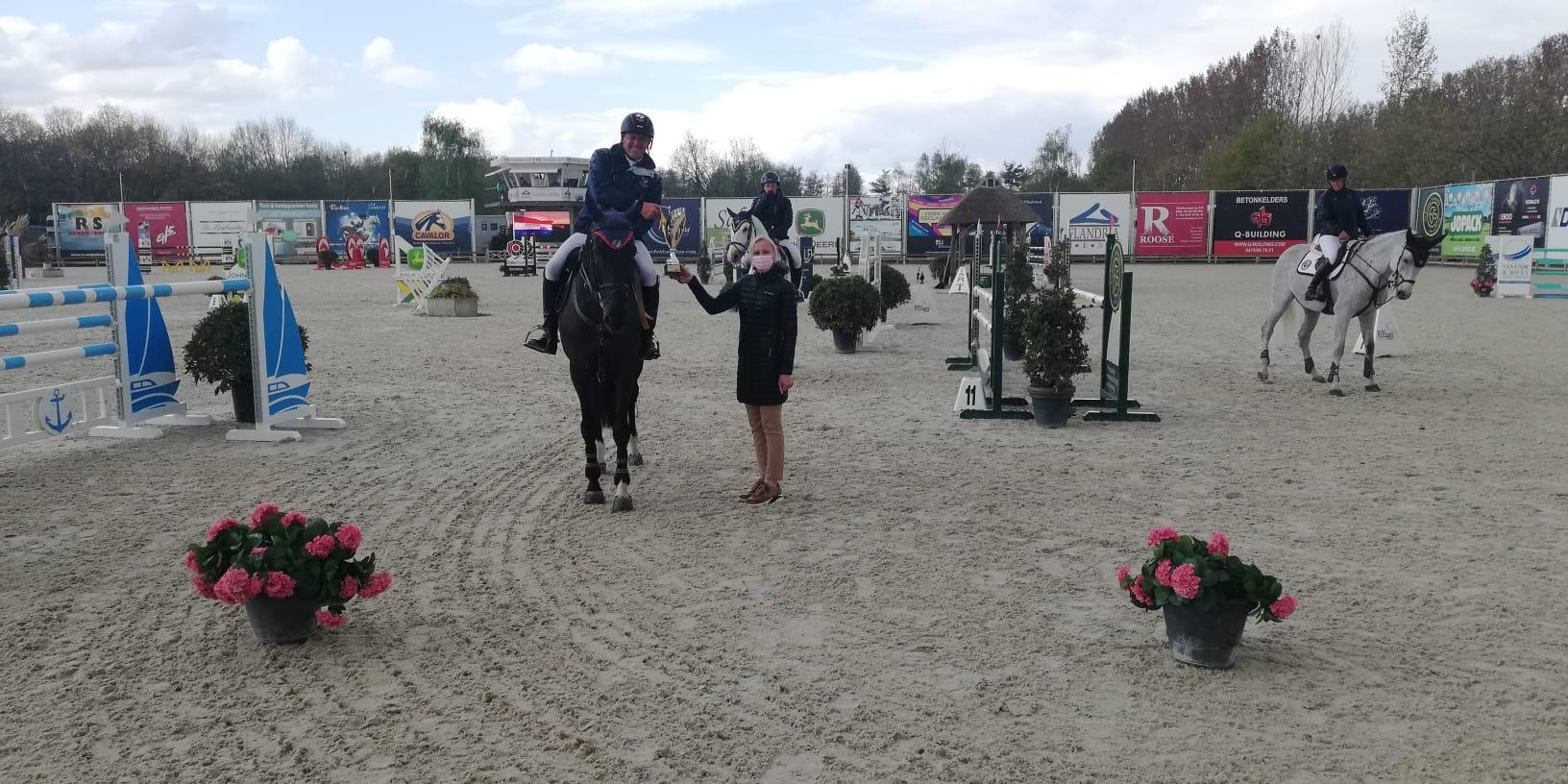 Piet Raijmakers Jr met seconde voorsprong naar overwinning in Lier