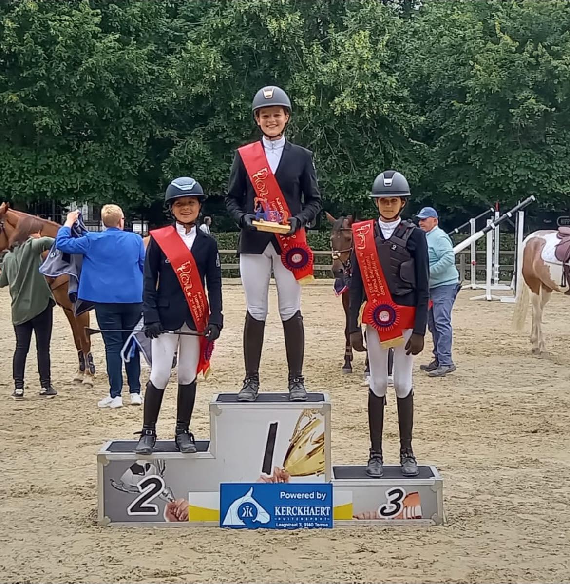 Hebe De Maeyer kroont zich tot Oost-Vlaams pony kampioen