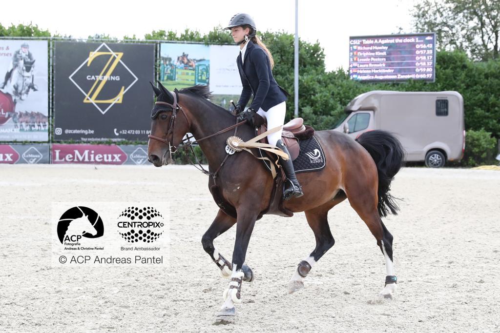 Delphine Kindt et Leonie Peeters fournissent le girl power belge dans la compétition CSI2* de Bonheiden.