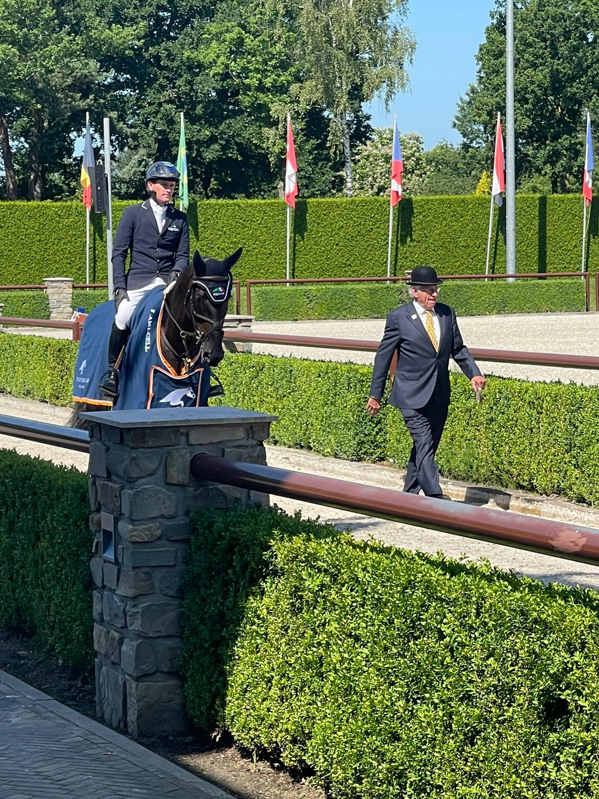 Darragh Kenny wins in Valkenswaard with new World Champion
