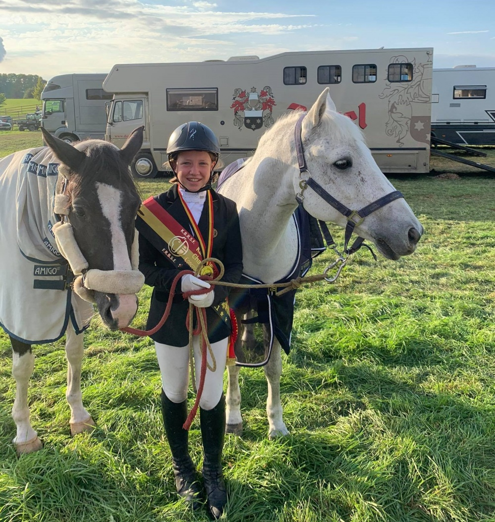 Eline De Ridder wint Belgisch eventing kampioenschap pony's