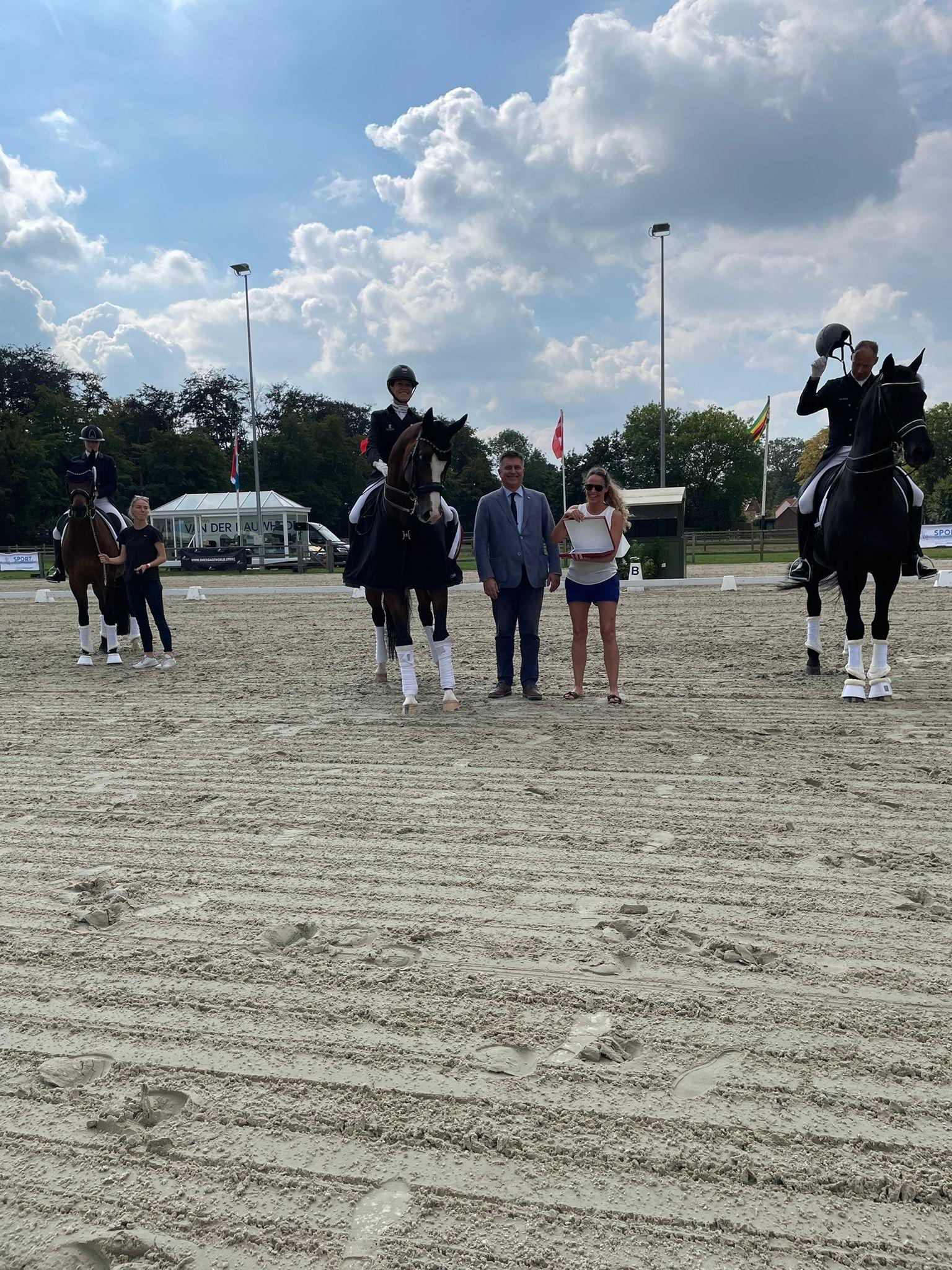 CDI Waregem: Larissa Pauluis mag op hoogste podiumtrede plaatsnemen in Grand Prix
