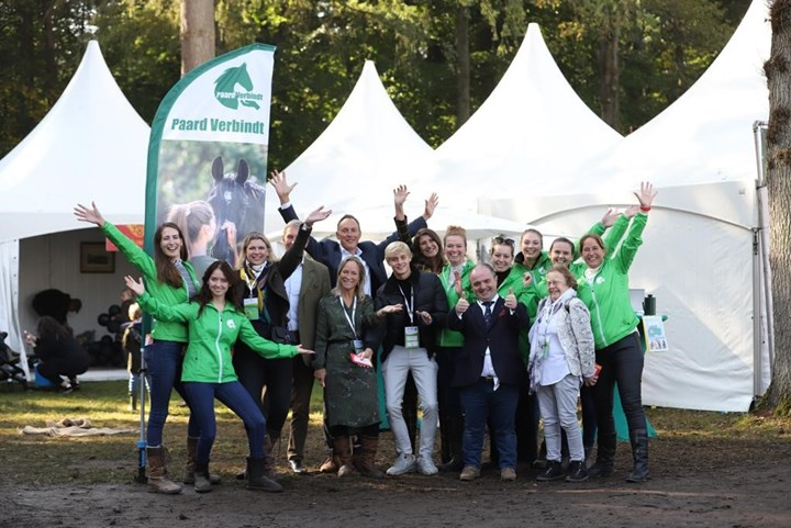 KNHS Young Leaders geven aftrap Stichting Paard Verbindt