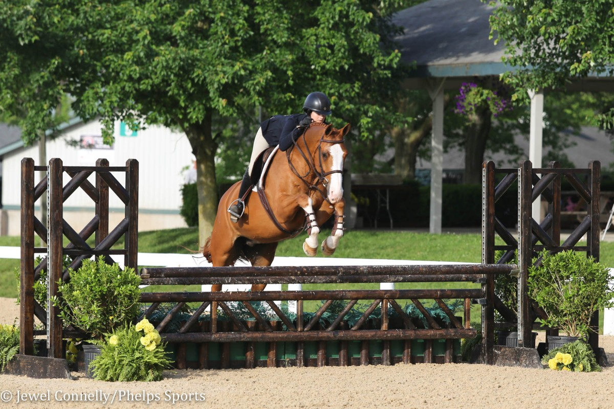 Lindsey Tomeu captures Ariat National Adult Medal in Kentucky aboard Red Drum