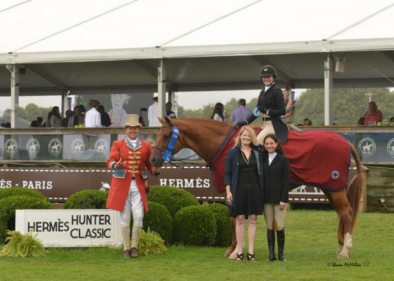 Emma Kurtz and Due West take the $10,000 Hermes Hunter Classic at the Hampton Classic Horse Show