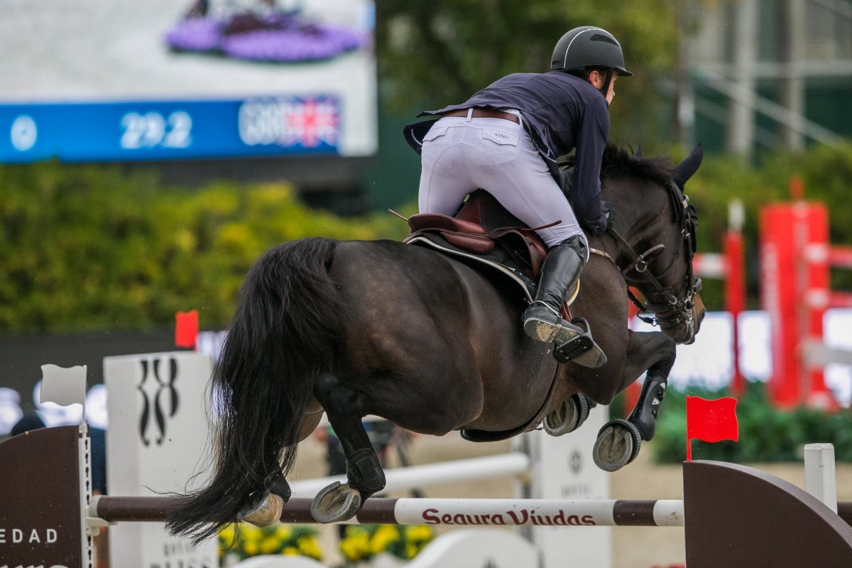Michael Whitaker unbeatable in 1m45 featured class of Vilamoura