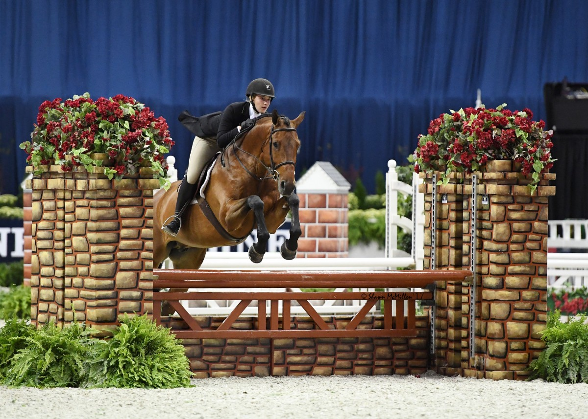 Anna Kubiak and Jef Lauwers Win $10,000 WIHS Childrens and Adult Hunter Championships