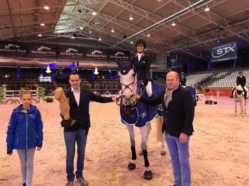 Emilie Conter springt op het podium in Opglabbeek - equnews.be