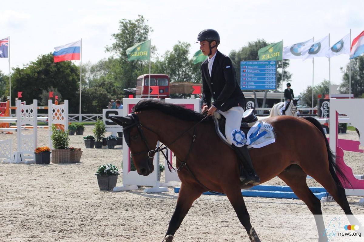 Thibault Philippaerts op het podium in Junioren finale Valkenswaard